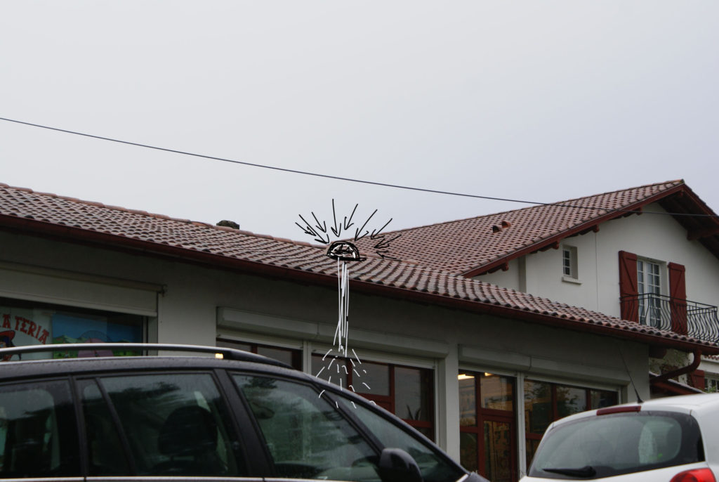 Vue extérieure du projet, croquis d'implantation du dôme captant les rayons du soleil.