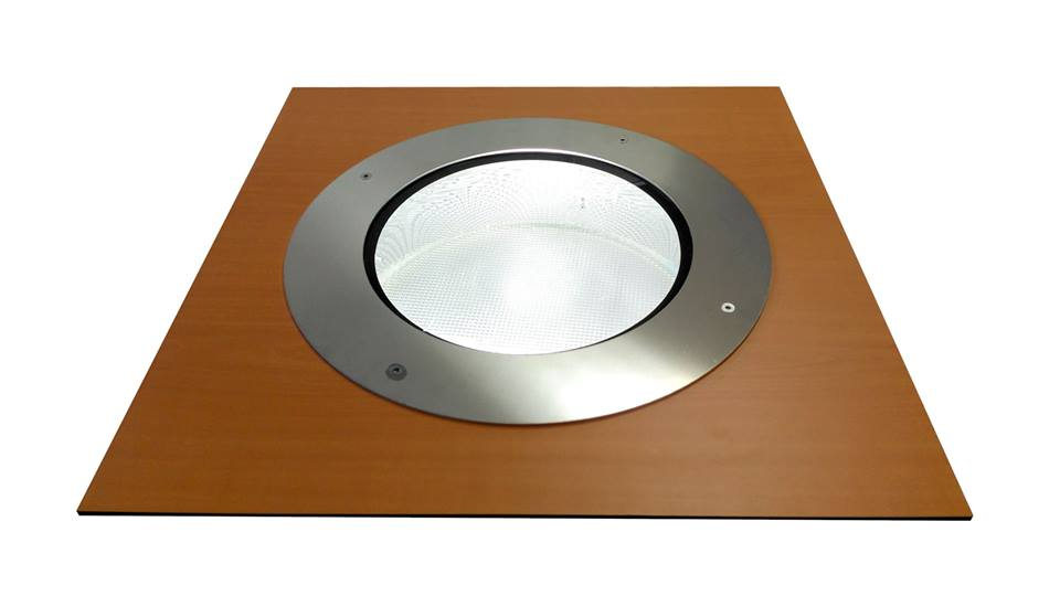Puits de lumi re extra plat pour terrasses toits et for Puit de lumiere led